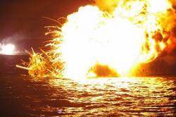 サンマ漁船炎上