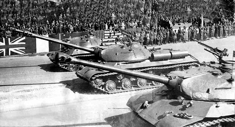 JS-3 in ベルリン戦勝パレード1945年9月7日