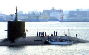 桜島フェリーから見る潜水艦