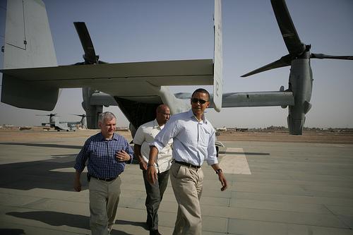 オバマ大統領、イラクでオスプレイに乗る